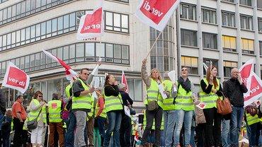 Warnstreik der Beschäftigten im Versicherungsgewerbe am 13. Mai 2015 in Hannover