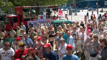 Berliner und Brandenburger Bankbeschäftigte beim ganztägigen Warnstreik am 24. 6.2016