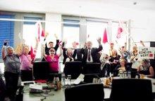 """ver.di-Mitglieder """"stürmen"""" die Verhandlungen zum Haustarifvertrag für die DSGF-Beschäftigten."""