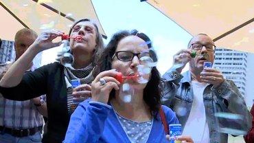 Damit die Zukunft nicht wie Seifenblasen zerplatzt: DZ Bank Aktion in Hannover.