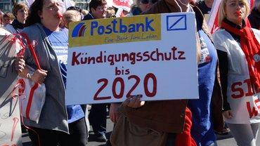 Streikdemonstration Postbank Filialvertrieb aus Sachsen, Sachsen-Anhalt und Thüringen am 20. April 2015 in Berlin