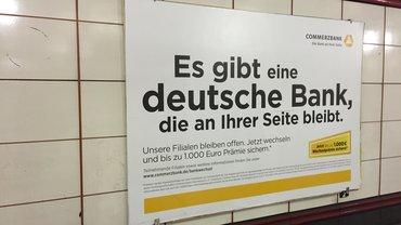 Zynisch: Es gibt eine Bank die an ihrer Seite bleibt!