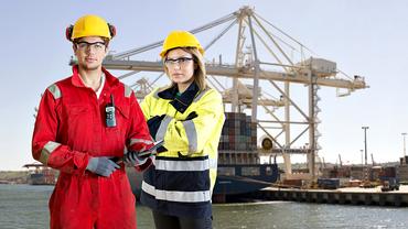 Frau Mann Hafenarbeit maritimer Arbeitsplatz See Schifffahrt Gleichstellung