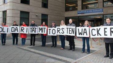 Solidarität mit Torsten Wacker.