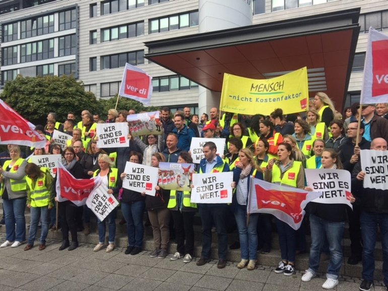 Protestaktion bei der DiBa-Bank in Hannover