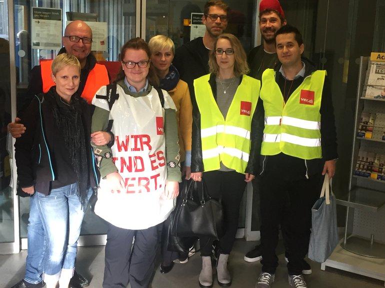 Streikende bei der Postbank in Nürnberg