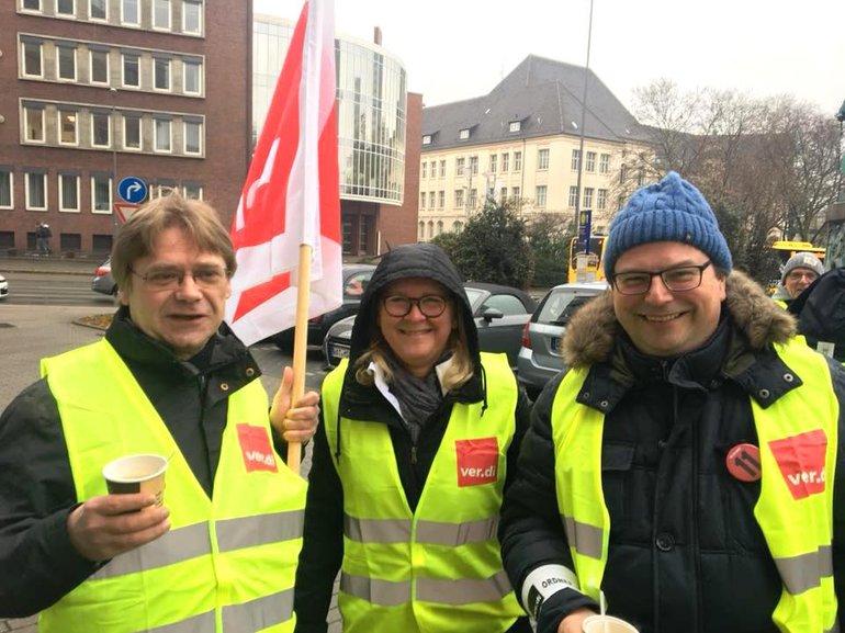 Streikposten bei der DG Direkt in Essen