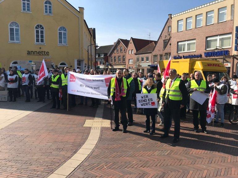 Sparkassenbeschäftigte in Emsland im Warnstreik (15.03.2018)