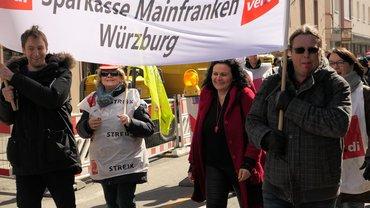 Sparkassenbeschäftigte im Bezirk Würzburg-Aschaffenburg bei den Warnstreiks zur TRöD 2018 (21.03.2018)