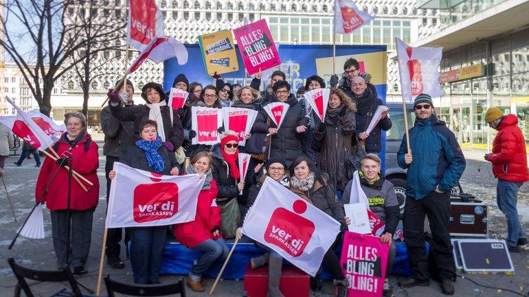 Beschäftigte der Harzsparkasse unterstützen die Warnstreiks zur TröD (19.03.2018).