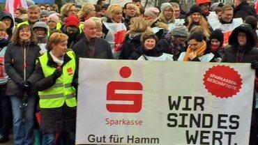 Sparkassenbeschäftigte in Hamm im Warnstreik (22.03.2018)
