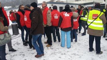 Sparkassenbeschäftigte in Wuppertal im Warnstreik (20.03.2018)