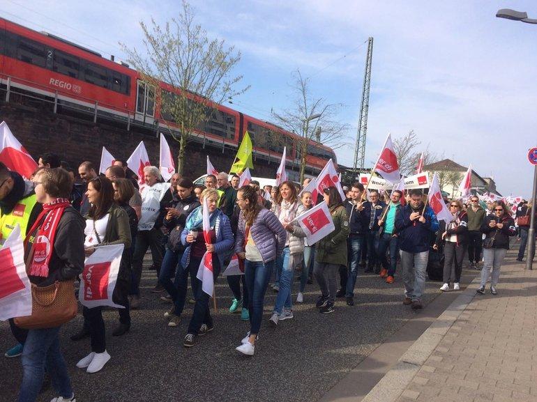 Warnstreiks zur #Troed2018, hier mit Sparkassenaktiven in Kaiserslautern (12.04.2018)