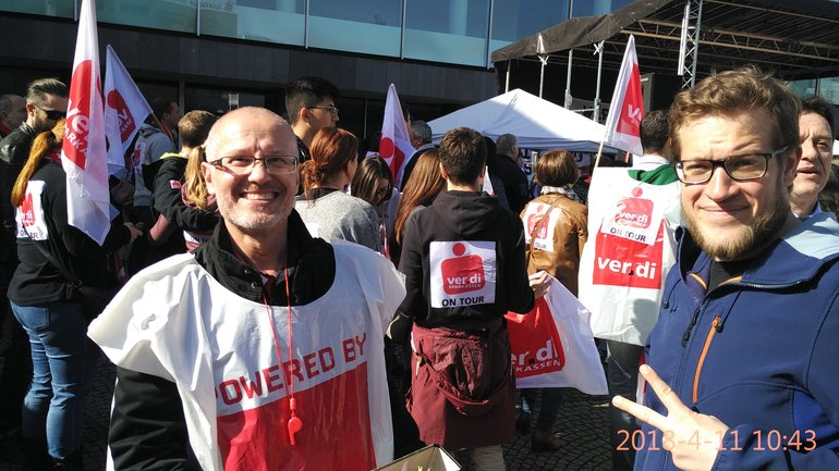 Sparkassenbeschäftigte beim Warnstreik zur TRÖD in Ludwigshafen (11.04.2018)