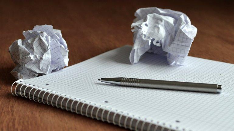 Verhandlung abgebrochen leeres Papier kreativ Prozess