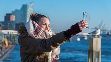 Frau Hamburg Selfie Smartphone Digitalisierung