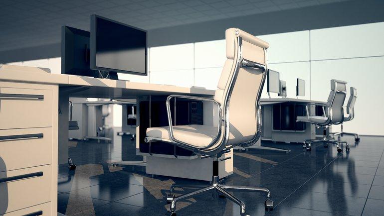 Büroarbeitsplätze mit ergonomischen Stühlen