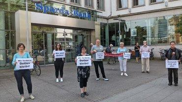 Protest von Beschäftigten gegen Kündigung von Betriebsratsmitglied