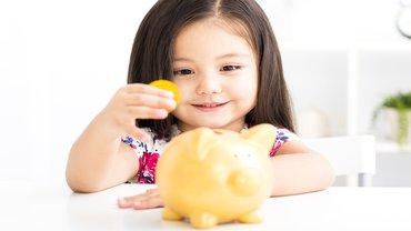 Kind Mädchen Sparschwein Geld