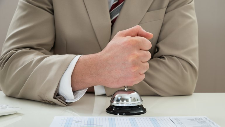 Bankbeschäftigter fordert
